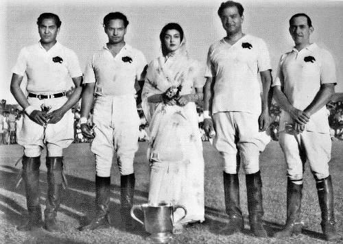 Photo représentant des joueurs de polo indiens Les Boomeurs
