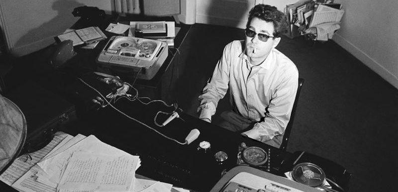 Photo représentant Michel Legrand au piano, dans les années 60