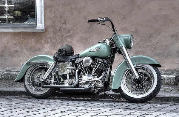 Photo représentant une moto Harley-Davidson Les Boomeurs