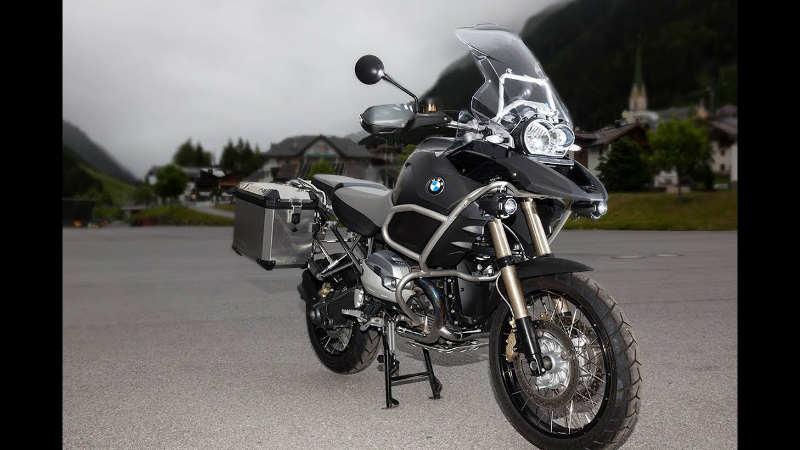 Photo représentant une moto BMW paru dans le magazine Les Boomeurs